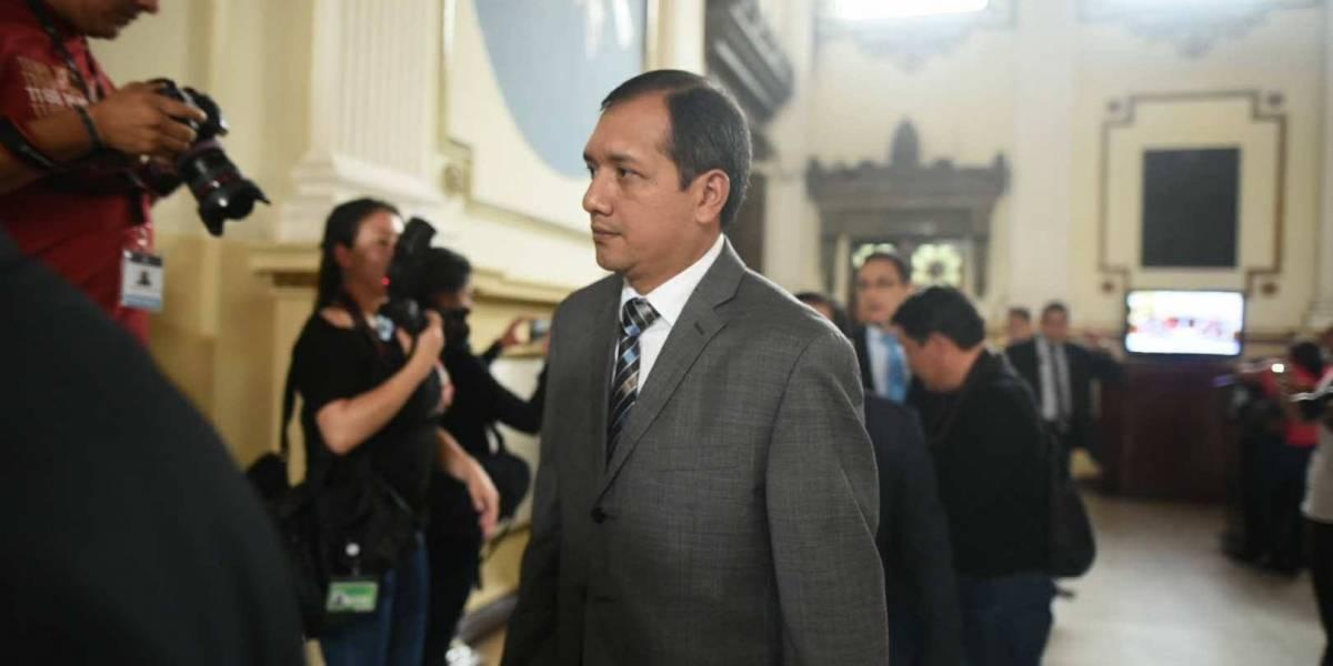 """Ministro de Gobernación renunció por """"complicaciones de carácter político"""""""