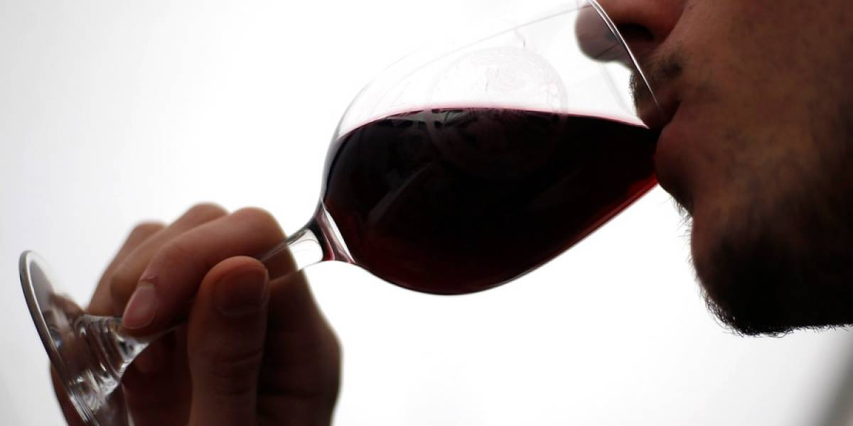 La ciencia lo puede todo: investigadores crean vino que evita los dolores de cabeza tras su consumo