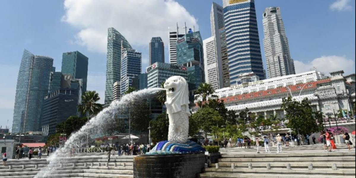 Chilenos arriesgan seis años de cárcel por robos en Singapur: marcaron con salsa de chocolate a una víctima