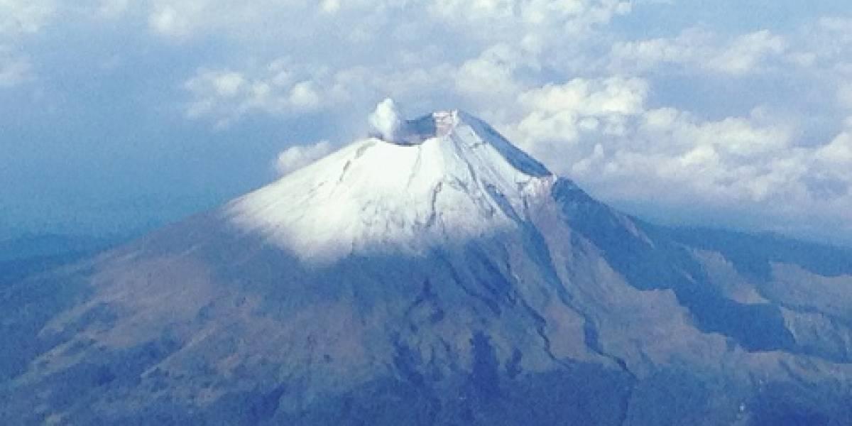 El volcán Popocatépetl lanza nube de ceniza sobre el centro de México