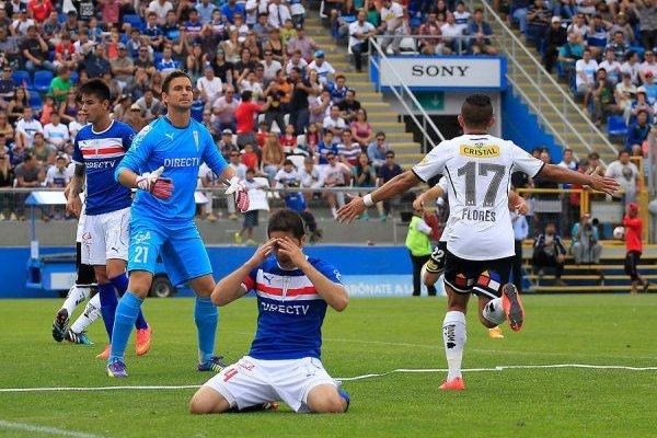 Cristián Álvarez lamentando su autogol en la derrota 2-1 el 23 de noviembre de 2014 / Foto: Agencia UNO