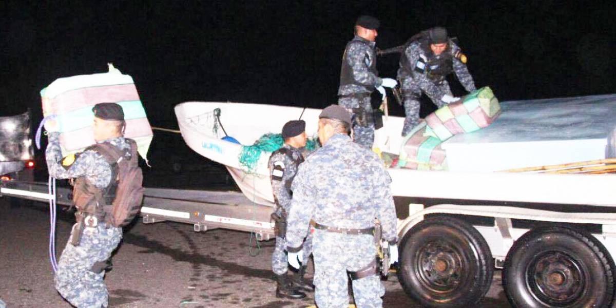 Fiscalía incauta 660 kilos de cocaína en una embarcación en el Pacífico