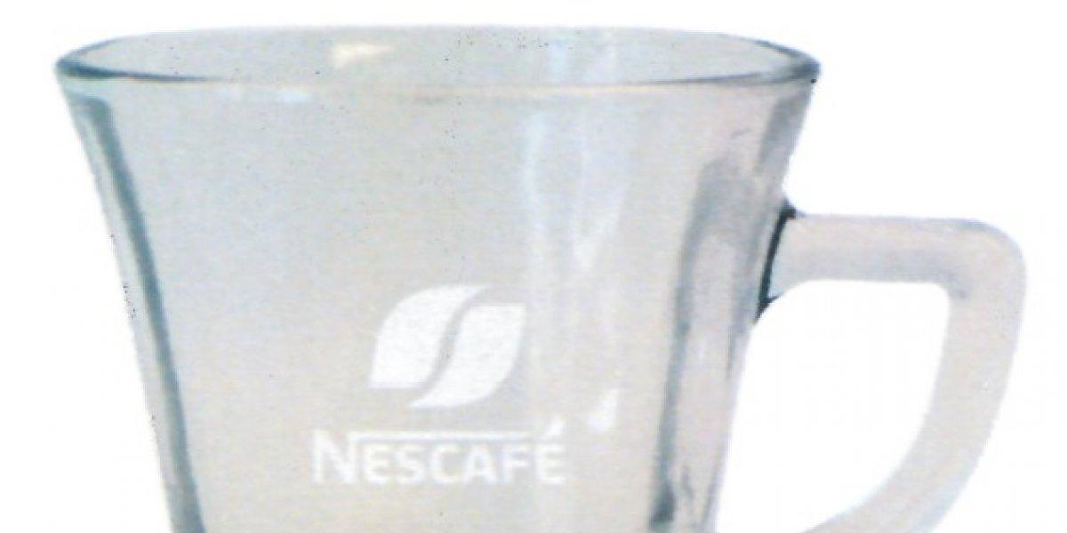 """""""Riesgo para los consumidores"""": empresa alerta por """"potencial quiebre"""" de taza de vidrio"""