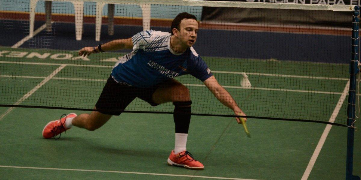 Kevin Cordón avanza en singles y es eliminado en dobles