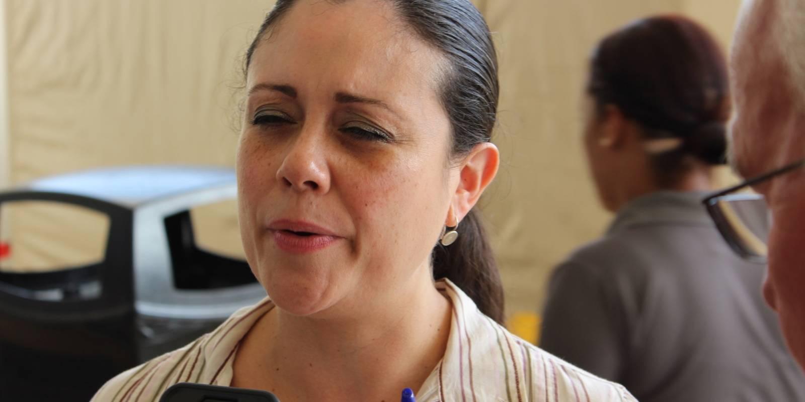 Ruthmaris Nieves Martínez aseguró que Centro Médico mantiene los controles adecuados para evitar bacterias e infecciones. / Foto: Miguel Dejesús