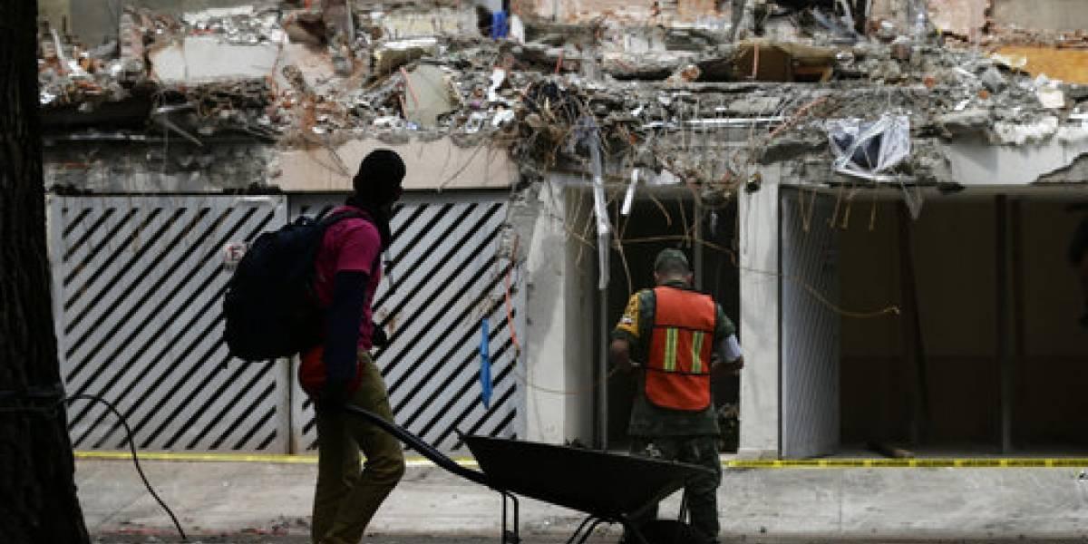 Aumentan a 343 cifra de muertos tras sismo en México