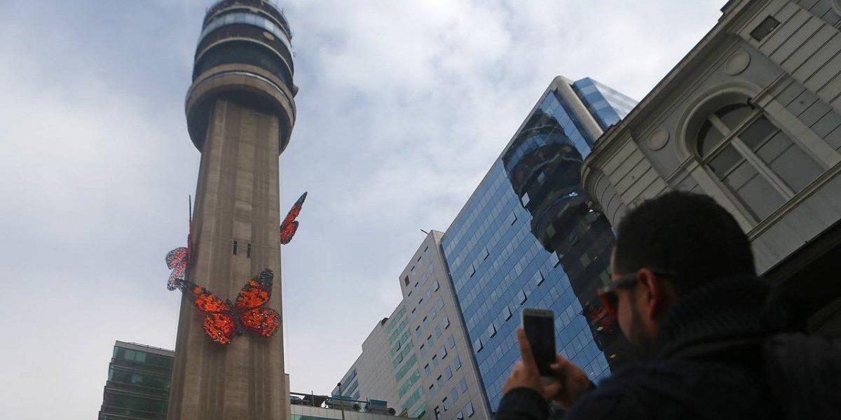 """¡Por culpa del """"patito gigante"""" nadie se acuerda de las mariposas de Alameda! Estas son las otras obras instaladas en Santiago"""