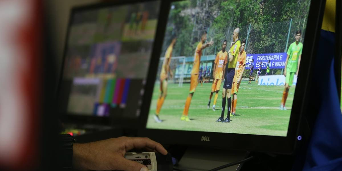 Fifa vai permitir uso de vídeos para auxiliar árbitros no futebol