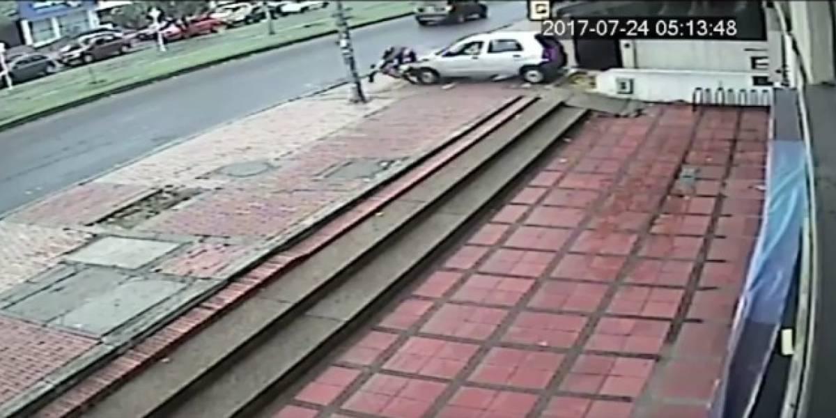 Conductora arrolló a un biciusuario que no iba en la ciclorruta y se voló