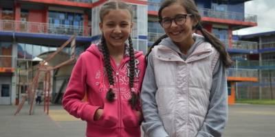 Sofía y Bianca están en sexto. Quieren aprender de confección e impresión 3D