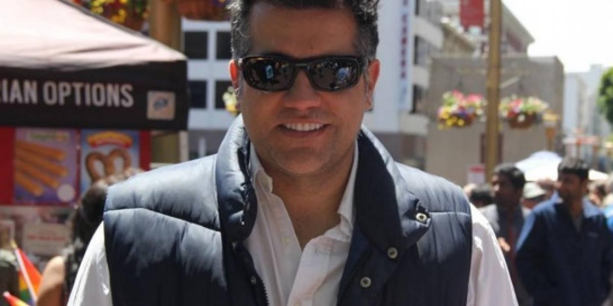 Carlos Calero reaparece y publica foto de su hijo, quien lucha contra una enfermedad