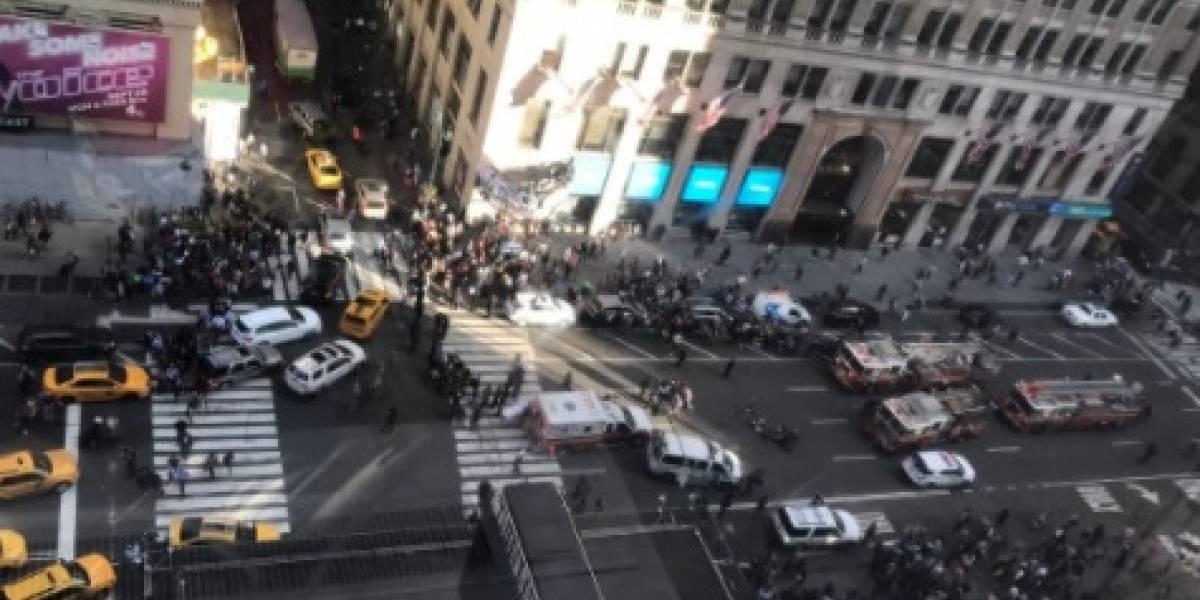 Ahora: Camioneta atropella tres personas en concurrida zona de Nueva York