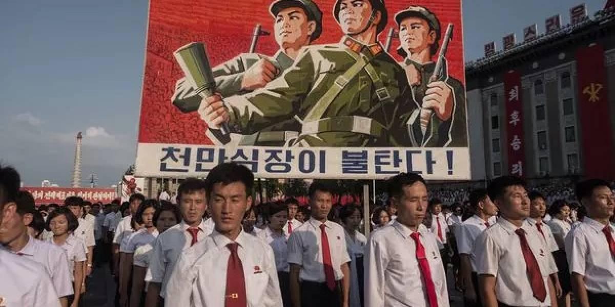 """Una señal alarmante: Kim Jong-un llena a Corea del Norte de letreros preparando al pueblo a una """"gran guerra"""" contra EEUU"""