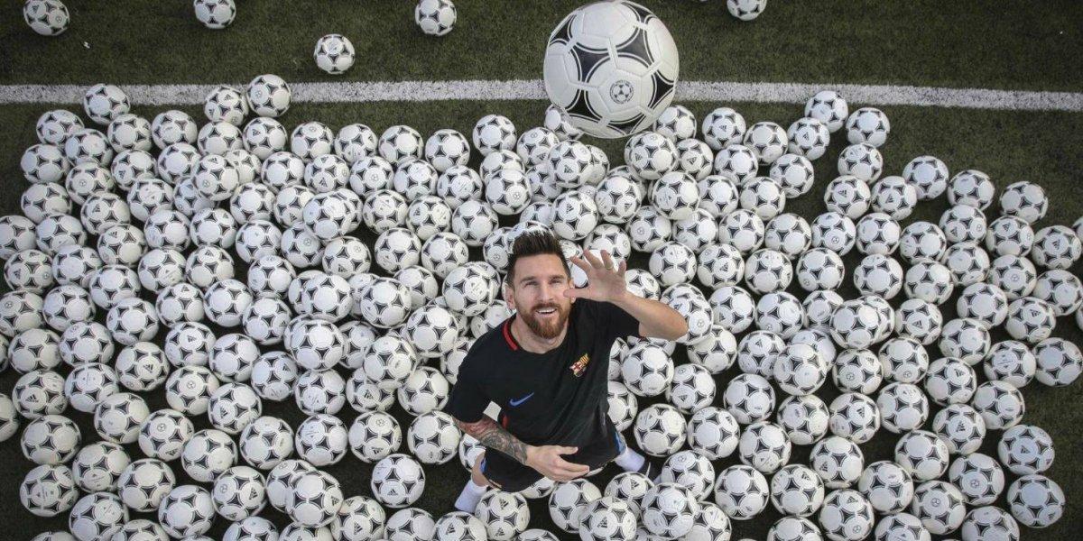 La increíble producción de fotos de Messi: posó con 300 pelotas