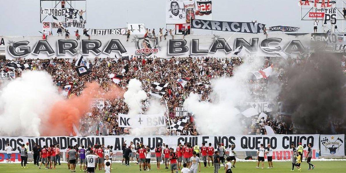 """La Garra Blanca sale en auxilio de Claudio Baeza: """"La camiseta es una réplica comprada por nosotros"""""""