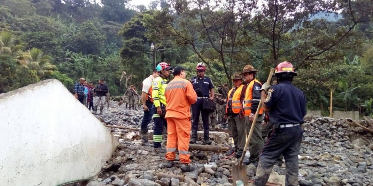 Continúan las labores de rescate y limpieza tras desbordamiento de río en Alta Verapaz
