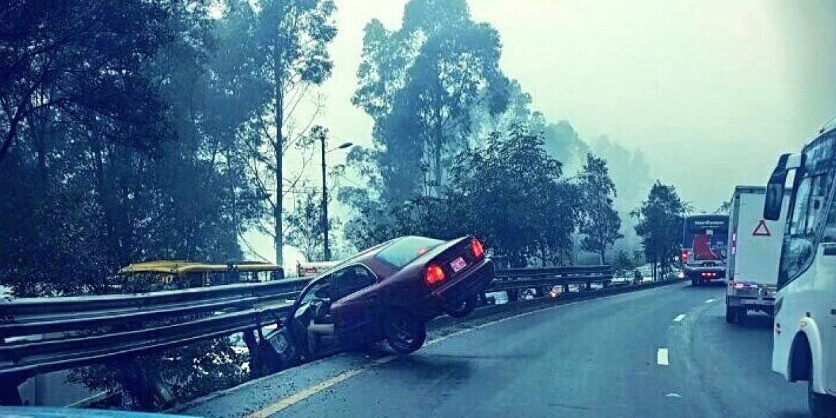 Cerrado carril de la Av. Simón Bolívar tras incidente de tránsito