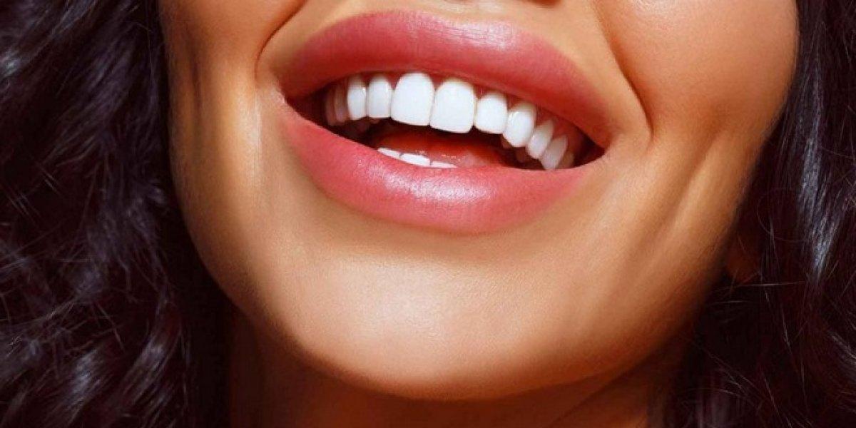 Luce dientes más blancos usando el labial correcto