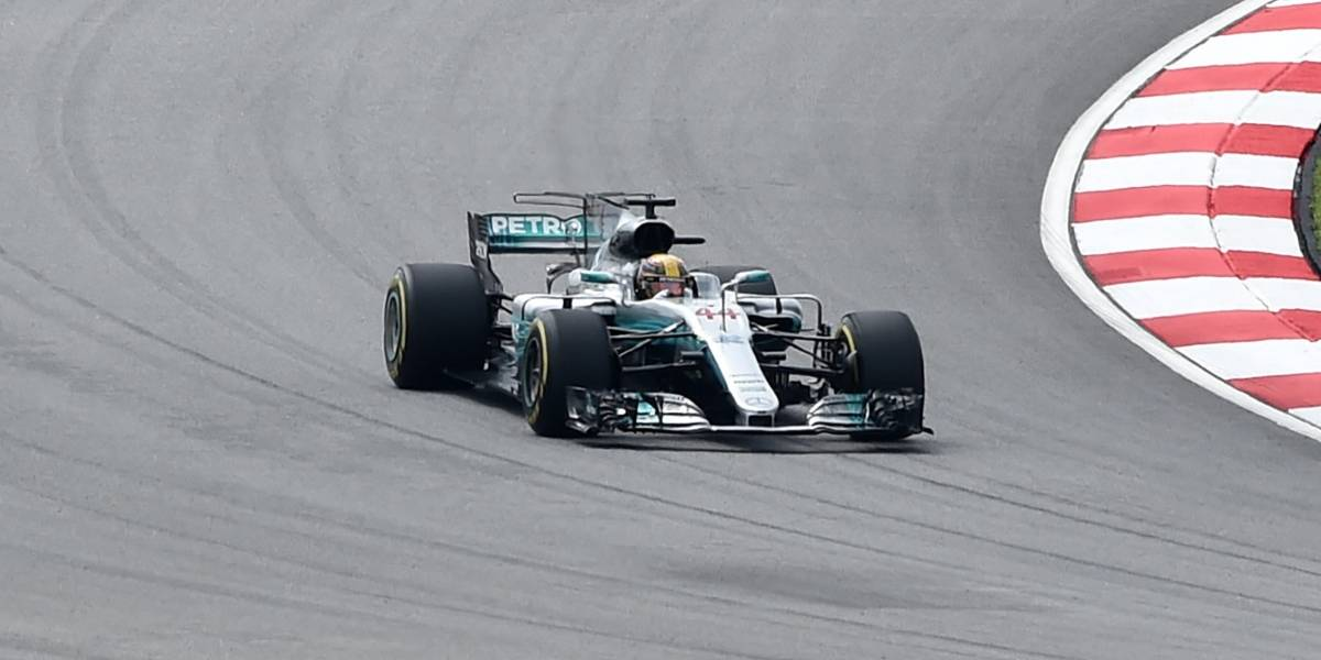 Lewis Hamilton se queda con la pole de Malasia