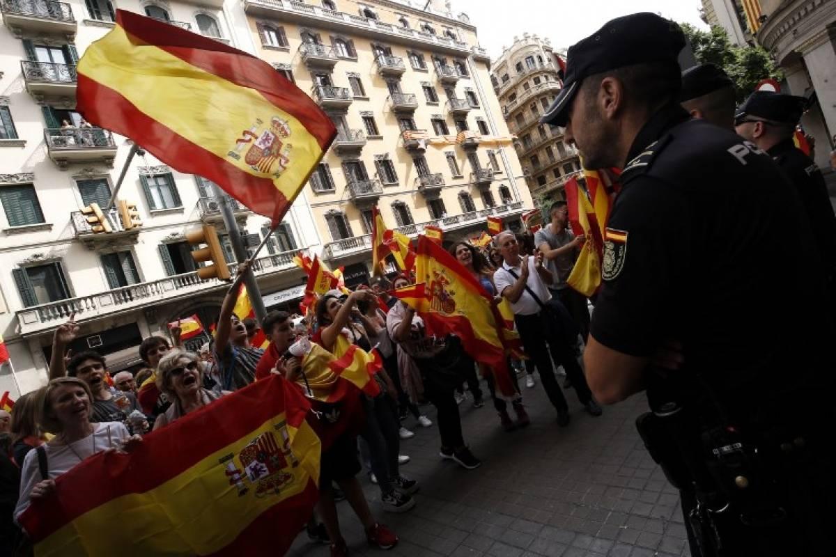 Policía custodia manifestación