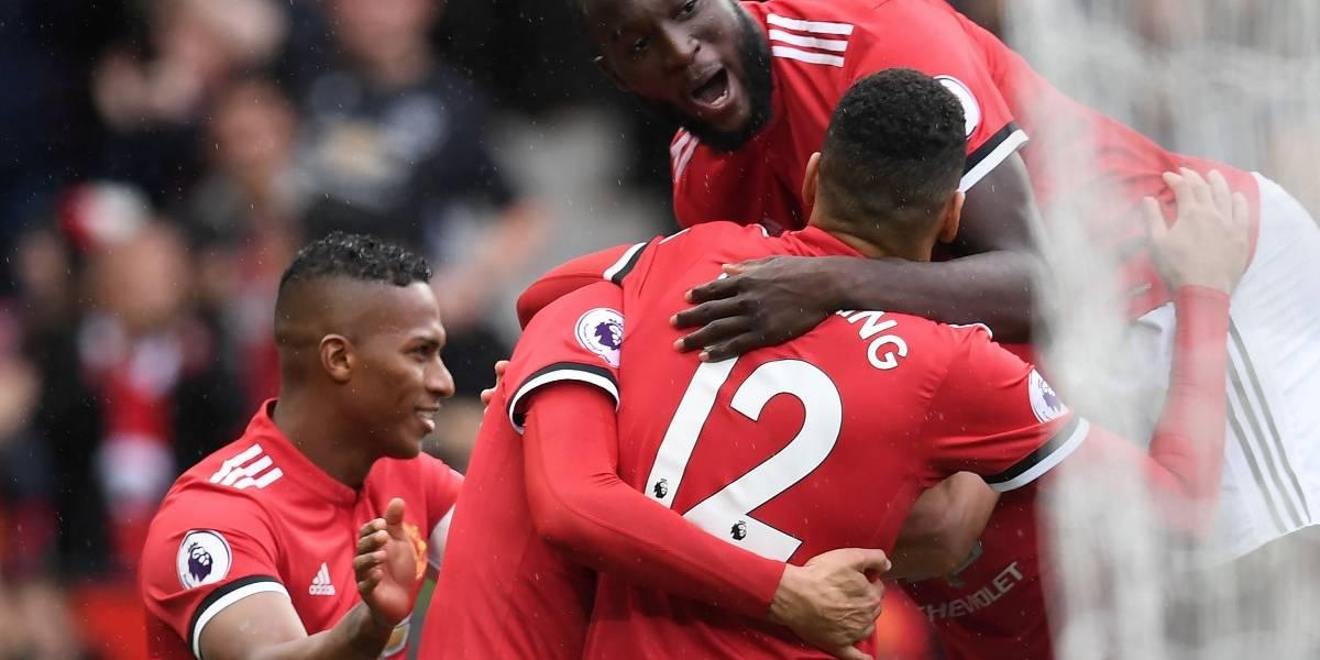 Manchester United golea y mete presión al City en el liderato de la Premier