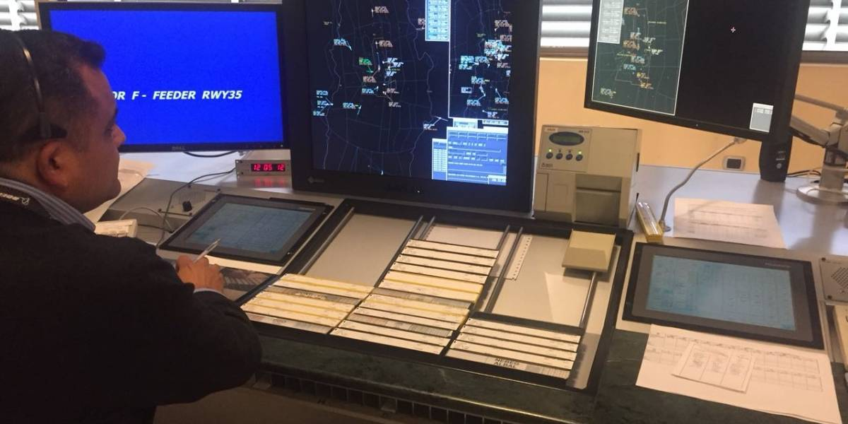 Controladores aéreos presentan proyecto que reduce jornada laboral