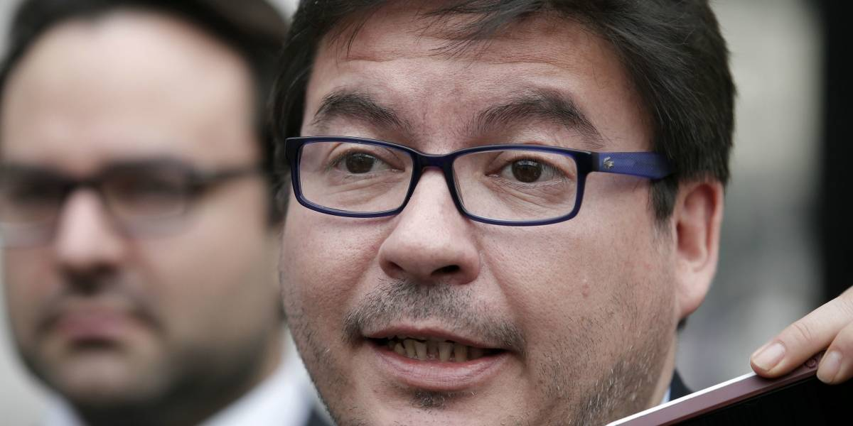 "Ministro de Desarrollo Social asegura que en ""Operación Huracán se abusó de efectismo comunicacional"" y que ""Chile no tiene terrorismo"""