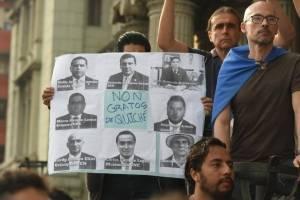 manifestacion-frente-al-palacio-nacional.jpg