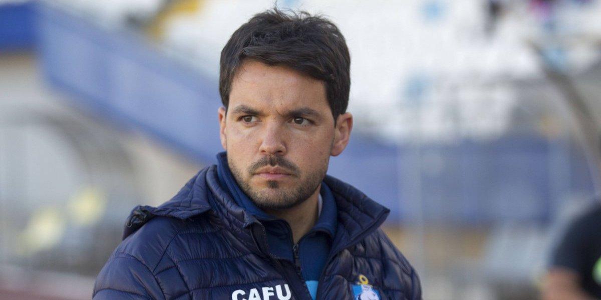 Técnico de Antofagasta se vistió de espía y llegó hasta Santa Laura a ver a la U