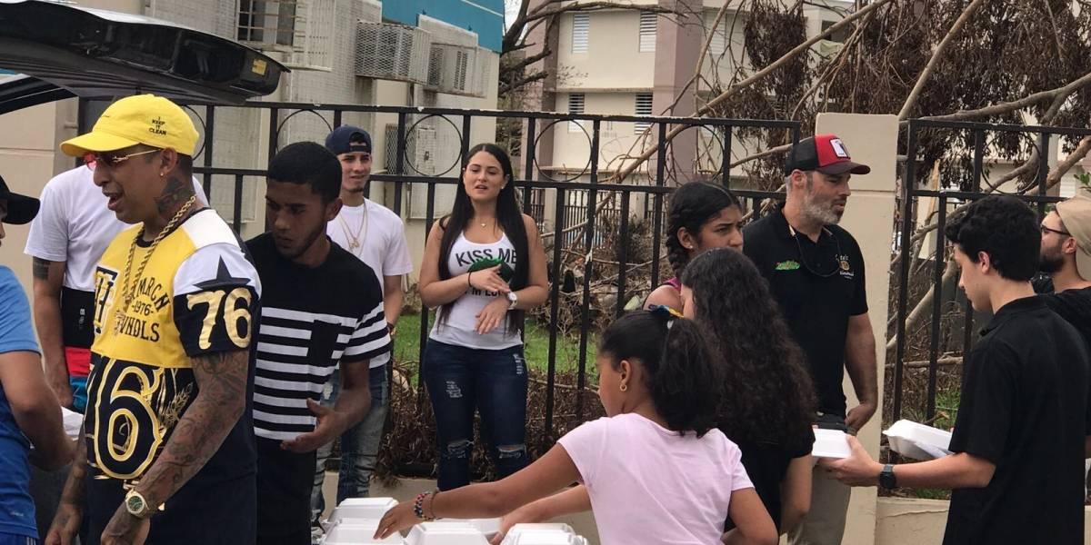 Ciudadanos reparten comida a los más necesitados junto a Ñengo Flow