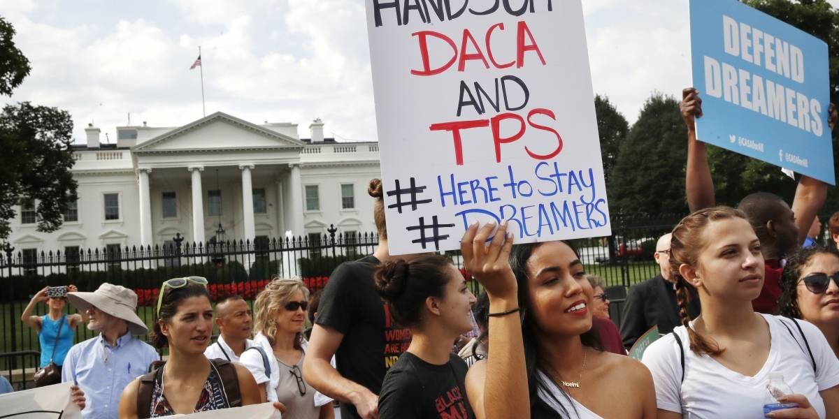 Demócratas piden a Trump extender fecha límite para renovar DACA