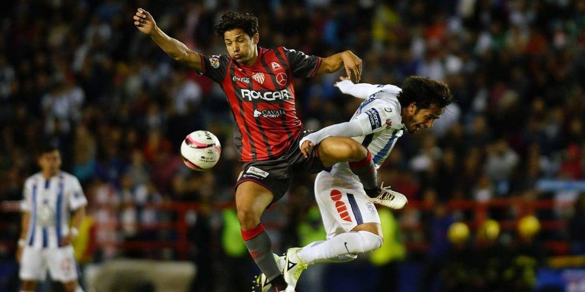 Matías Fernández no pudo sacarse la espina ante Pachuca en un partido plagado de chilenos