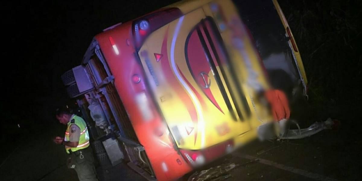 Se registró accidente de bus en la vía Limón- Méndez, en Morona Santiago