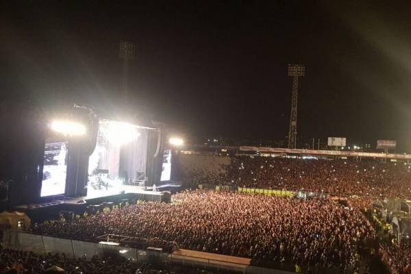 La cancha del Monumental albergando a miles de fanáticos que asistieron al