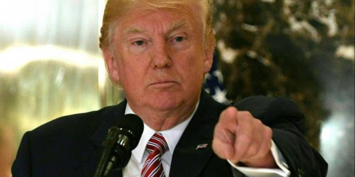 Trump se mofa de sus críticos y elogia labor federal en la isla