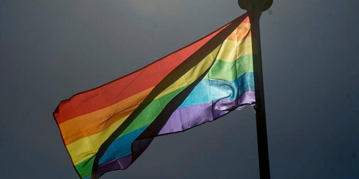 Prova na Itália trata homossexualidade como doença e causa revolta nas redes