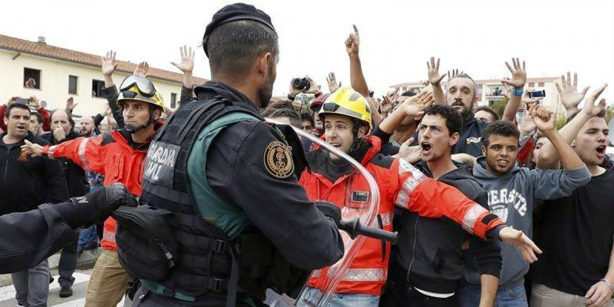 Referéndum independentista: catalanes votan en medio de la tensión y enfrentamientos con la policía española