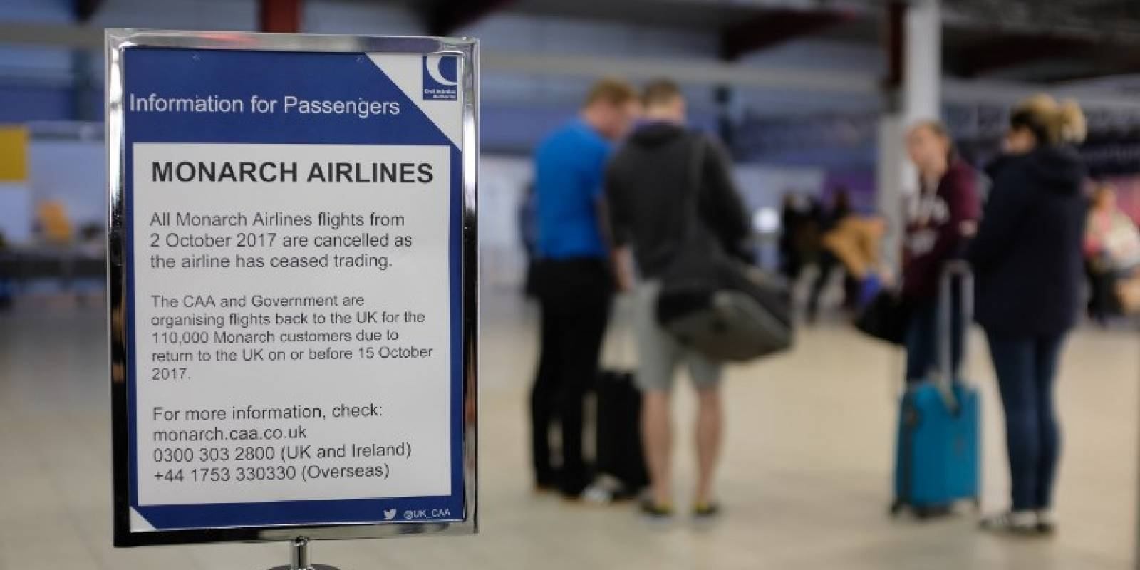 Quiebra Monarch Airlines; deja 110 mil viajeros varados