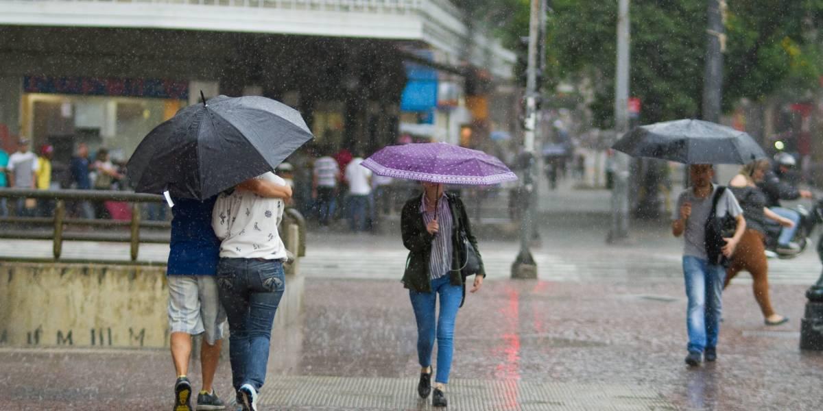 Chuva provoca alagamentos na zona leste de São Paulo