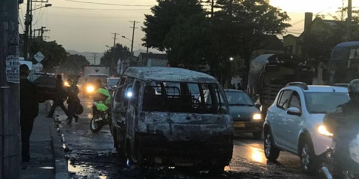 Una ruta escolar que se disponía a recoger 12 pequeños se incendió en una calle de Kennedy