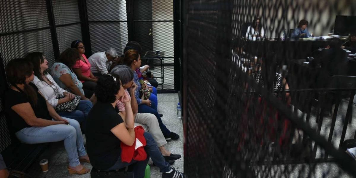 """Tribunal otorga libertad a enfermeras en el juicio del caso """"IGSS-Pisa"""""""