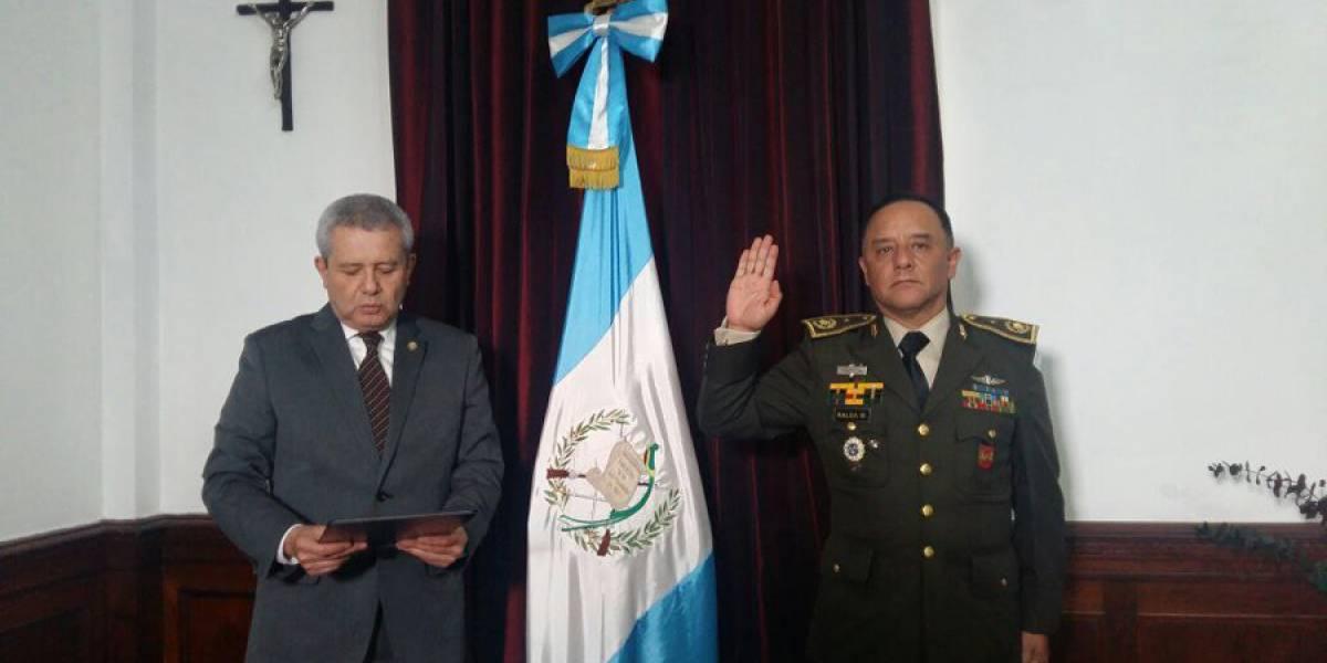 Nuevo ministro de la Defensa Nacional es juramentado
