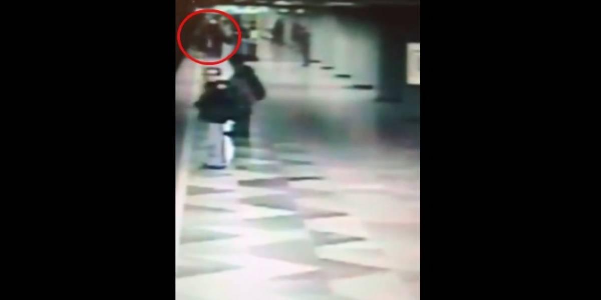 VIDEO: Sujeto empuja a mujer a vías del Metro y muere