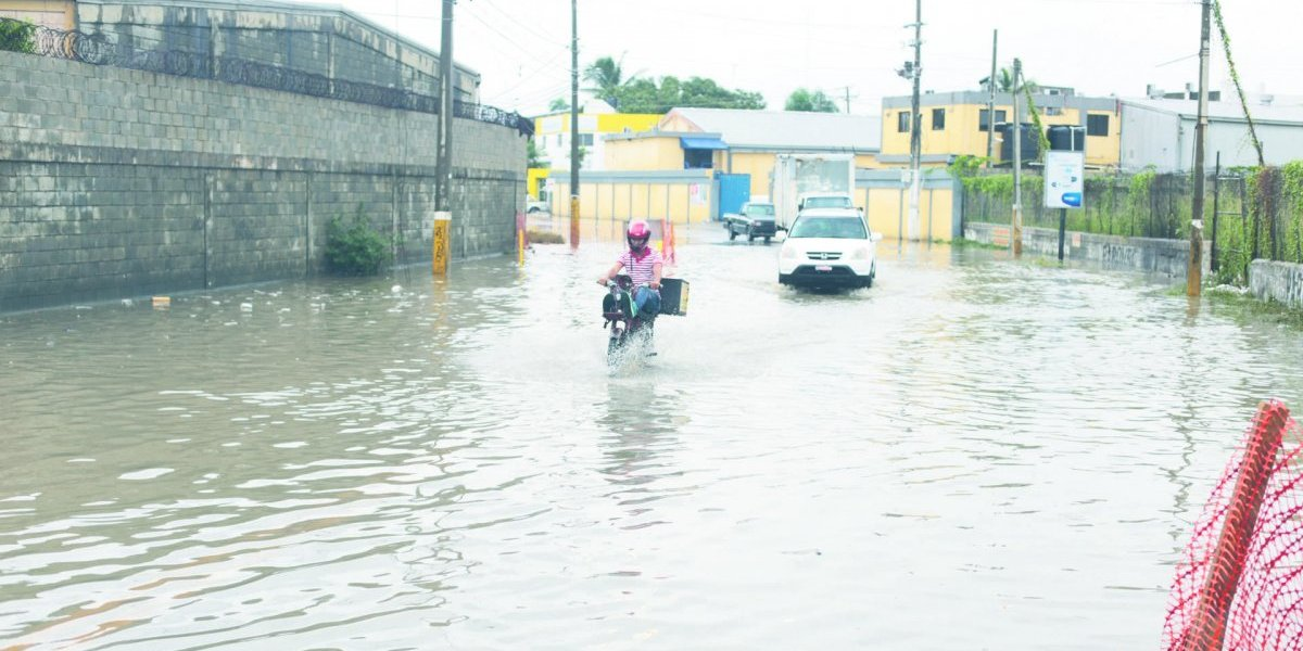 COE mantiene alerta para 19 provincias por incidencia de vaguada