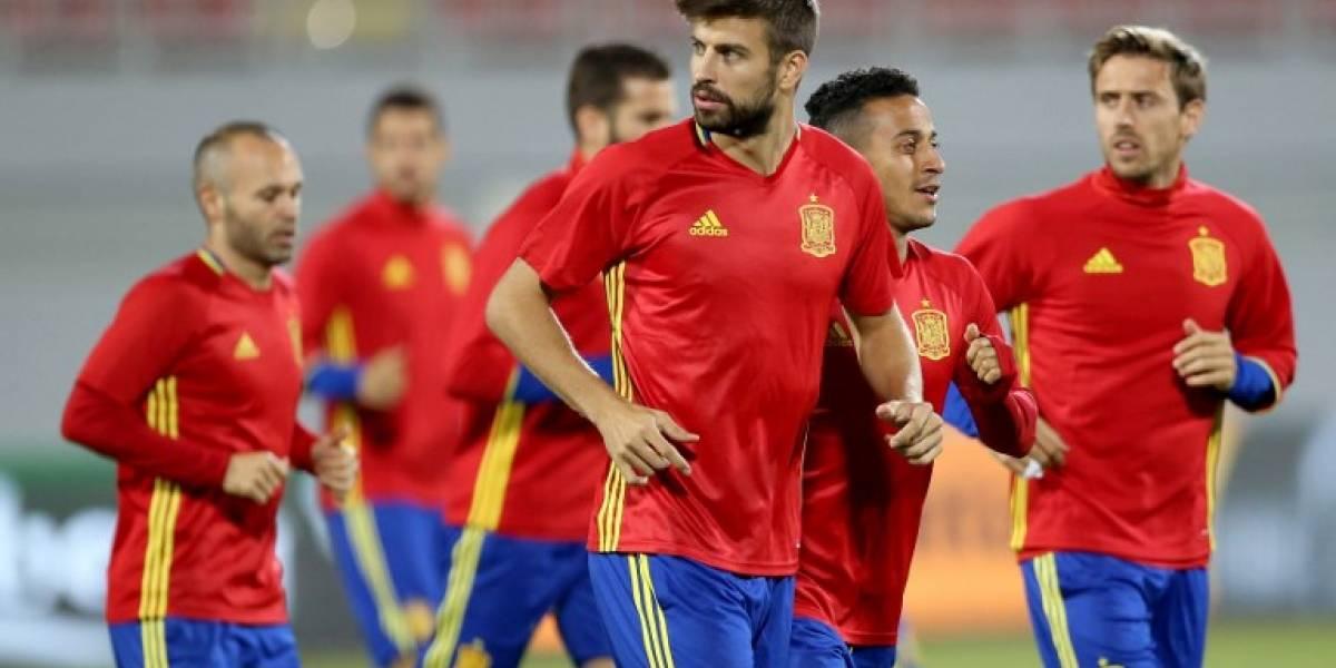Piqué se integra a la selección española tras polémica por referéndum