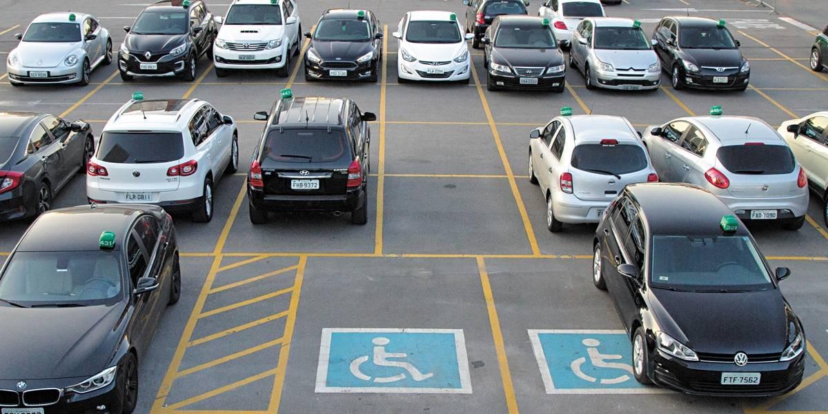 Mais de 600 motoristas já foram multados por estacionar em vagas especiais
