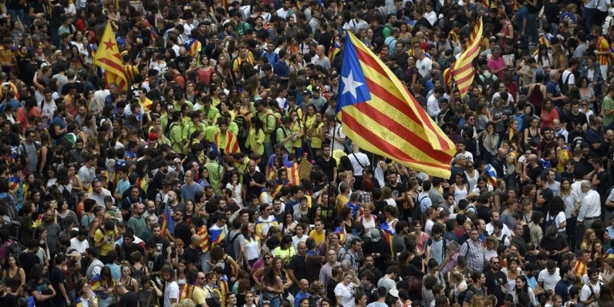 España: El rey critica a la autoridad catalana y aumenta la tensión