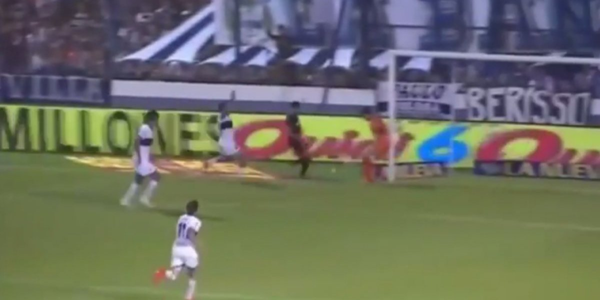 VIDEO: Jugador reclama una jugada y le marcan penal en contra