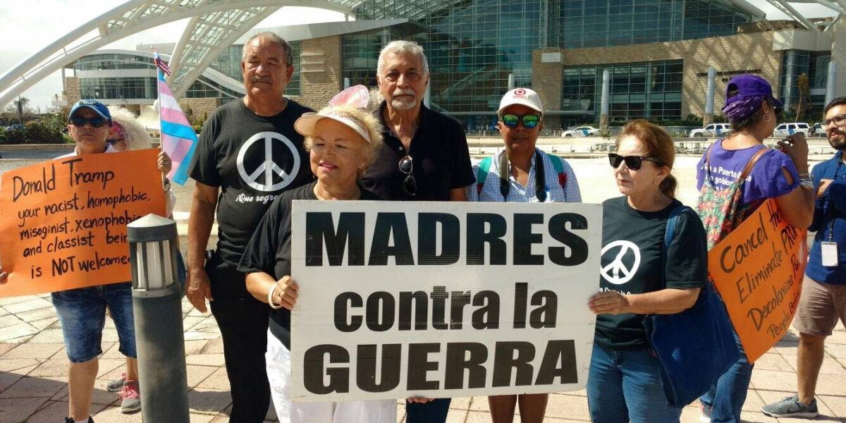 Ciudadanos protestan contra la visita de Trump a Puerto Rico