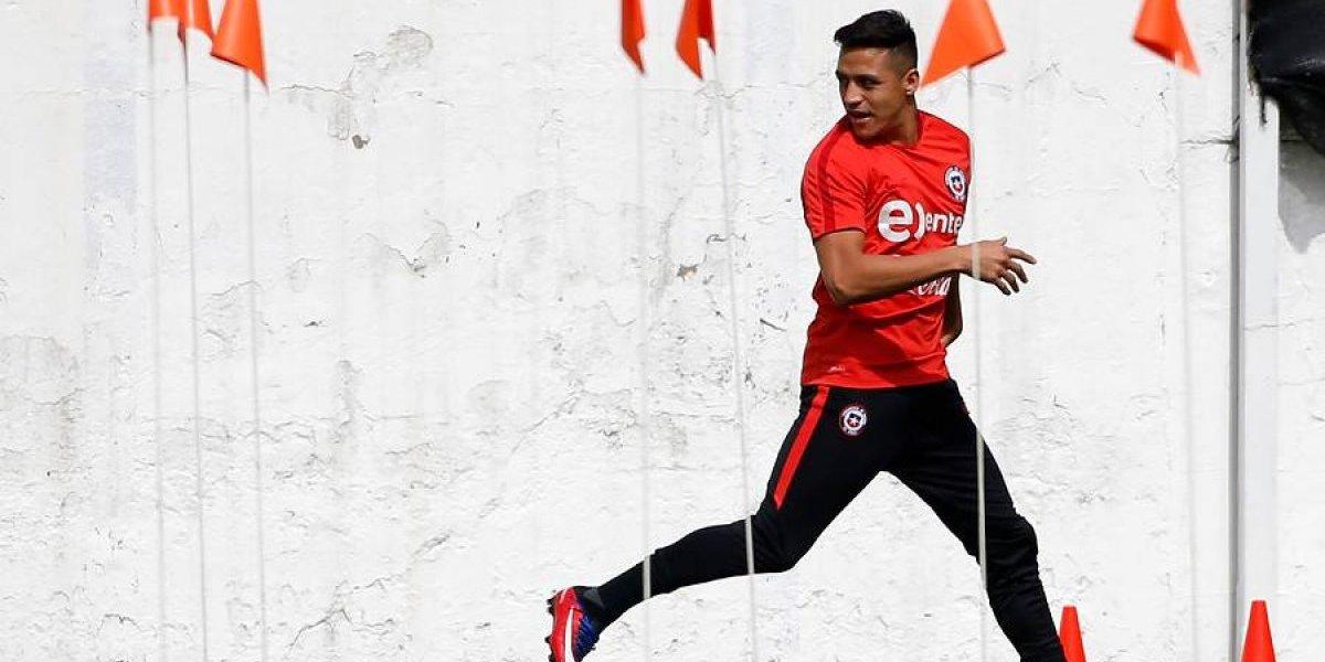 """Alexis Sánchez está a full en la Roja: se olvidó de los dolores, entrenó normal y probó a Bravo con su """"nueva arma"""""""